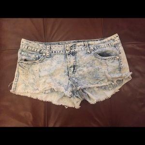 SUPER CUTE! Distressed, Americana pocket shorts!